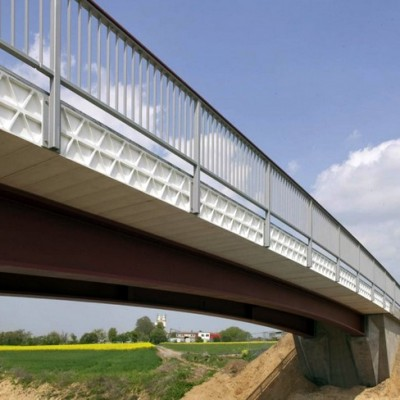 Построен уникальный и первый в своем роде пластмассовый мост