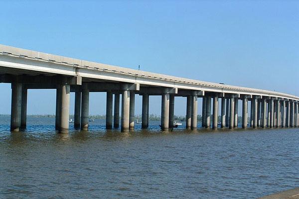 4l-manchac-swamp-bridge