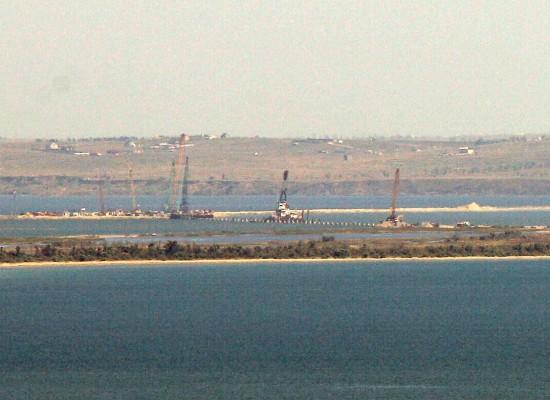 Тамань и Тузлу скоро соединит временный мост