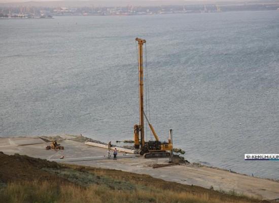 Забиты первые испытательные сваи Керченского моста