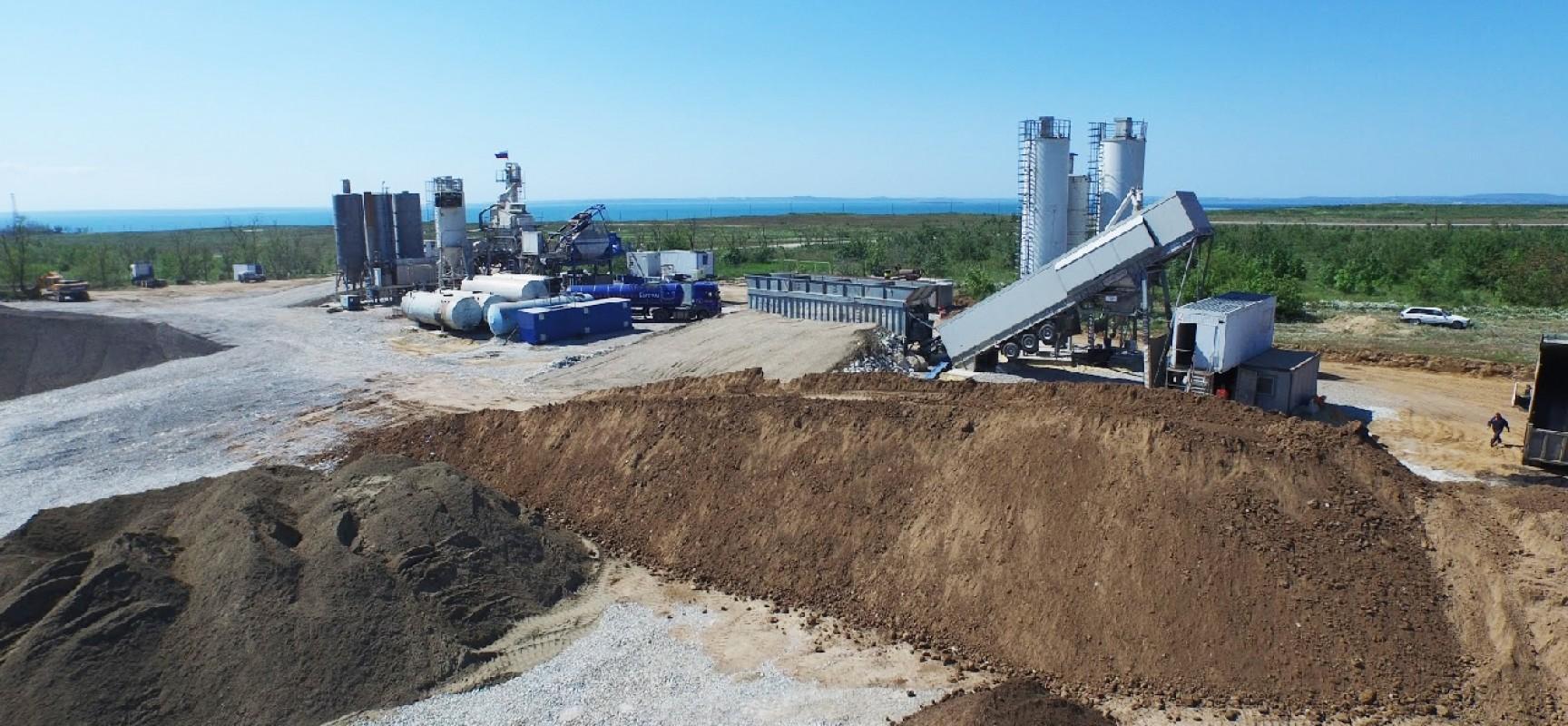 Строятся заводы по производству бетона и асфальта для строительства моста (ФОТО)