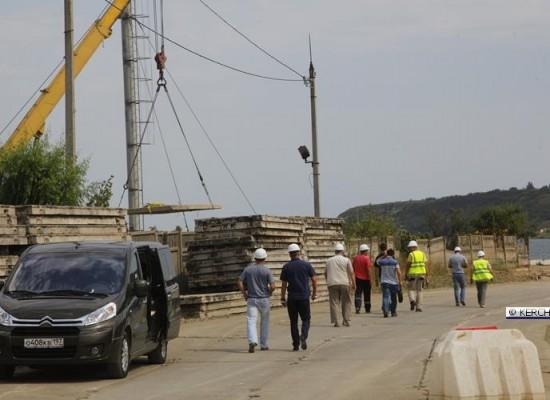 Стройплощадку под будущий мост посетил Полномочный представитель Президента Российской Федерации в Крымском федеральном округе Олег Белавенцев