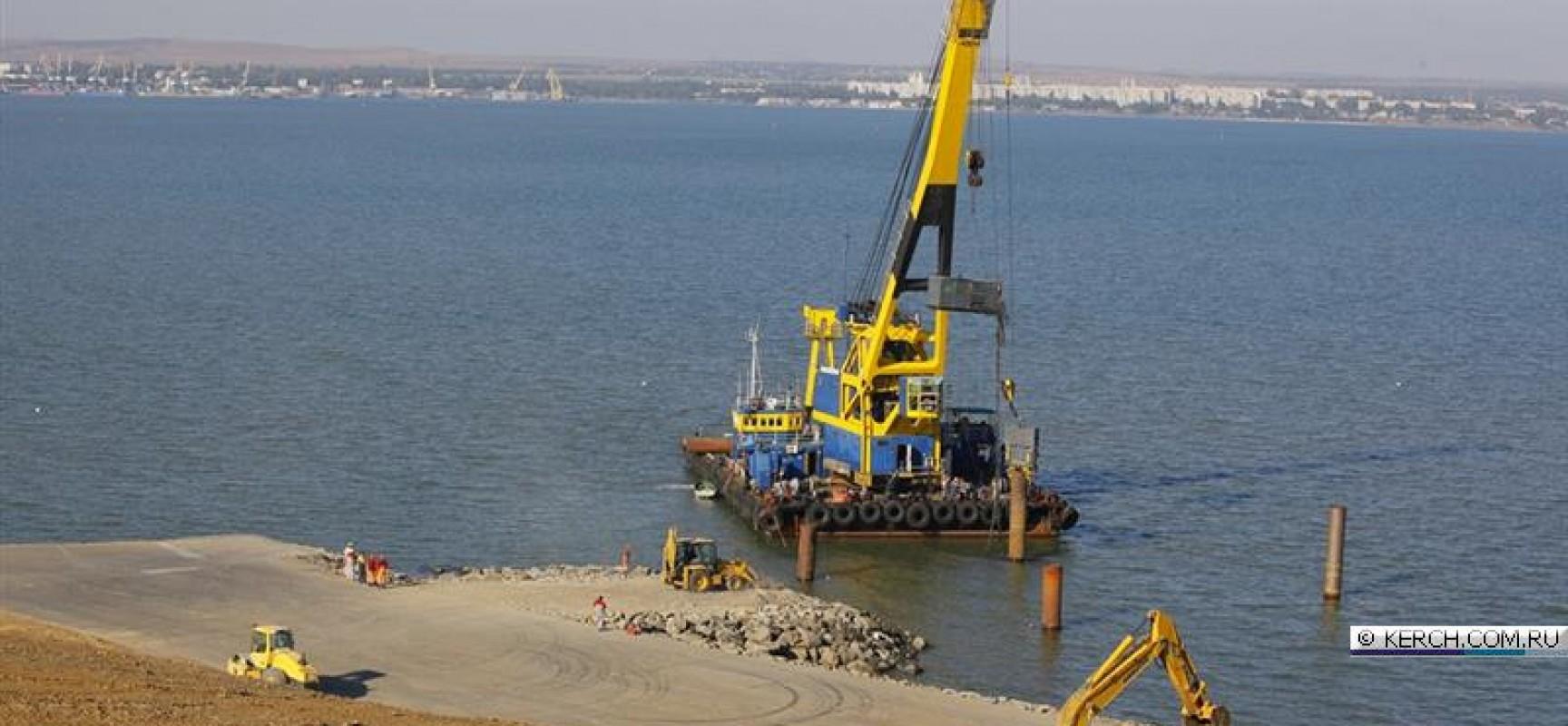 Со стороны Керчи начато сооружение технологического моста до судоходного фарватера
