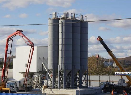 В Керчи собран из модулей и запущен в работу мобильный бетонный завод