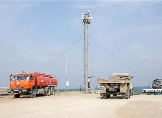 На территории будущего строительства моста установлено три метеостанции: со стороны Керчи, Тамани и Тузле