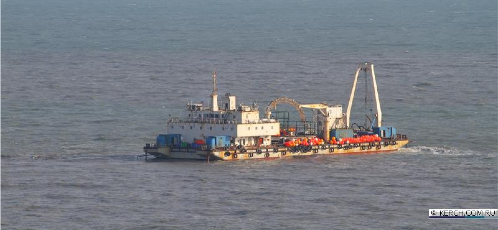 Китайский кабелеукладчик отправился на прокладку энергомоста в Крым