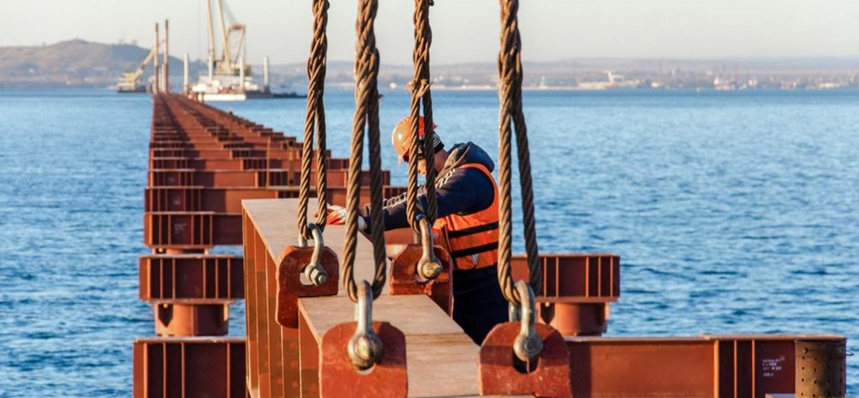Строители готовят акваторию к началу стройки моста через Керченский пролив