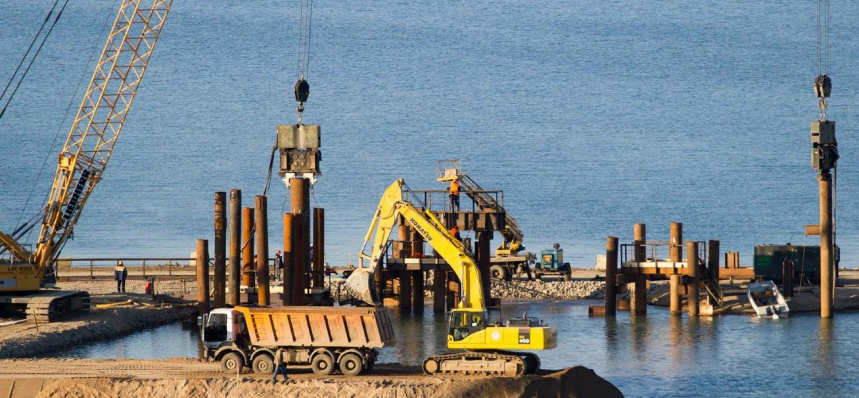 8 марта 2016. РМ-3, Керчь. Строительство технологического моста через пролив