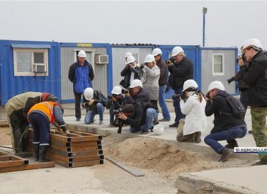 Репортаж KERCH.COM.RU 20 апреля 2016 с рабочего моста через Керченский пролив