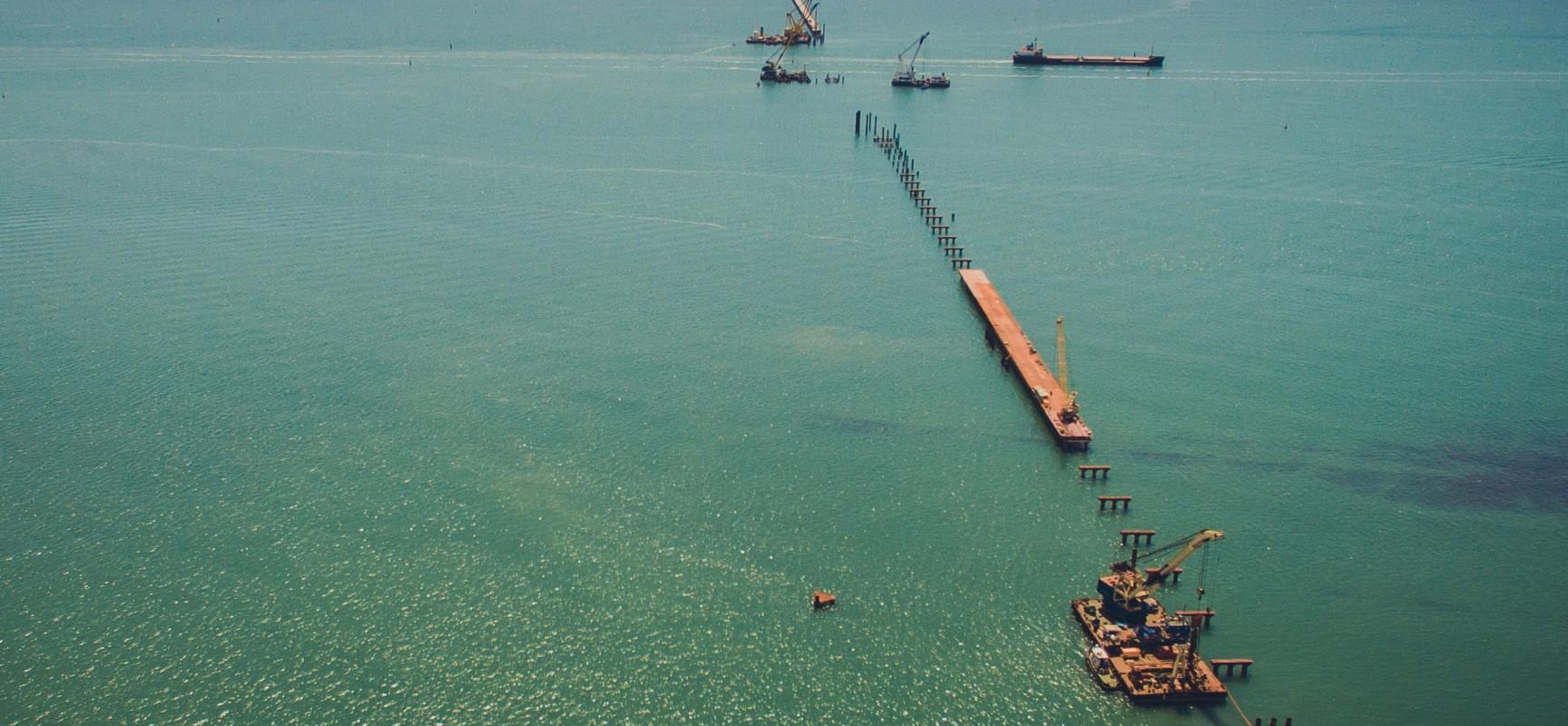 Российские корабли могут проходить через Керченский пролив без лоцманов