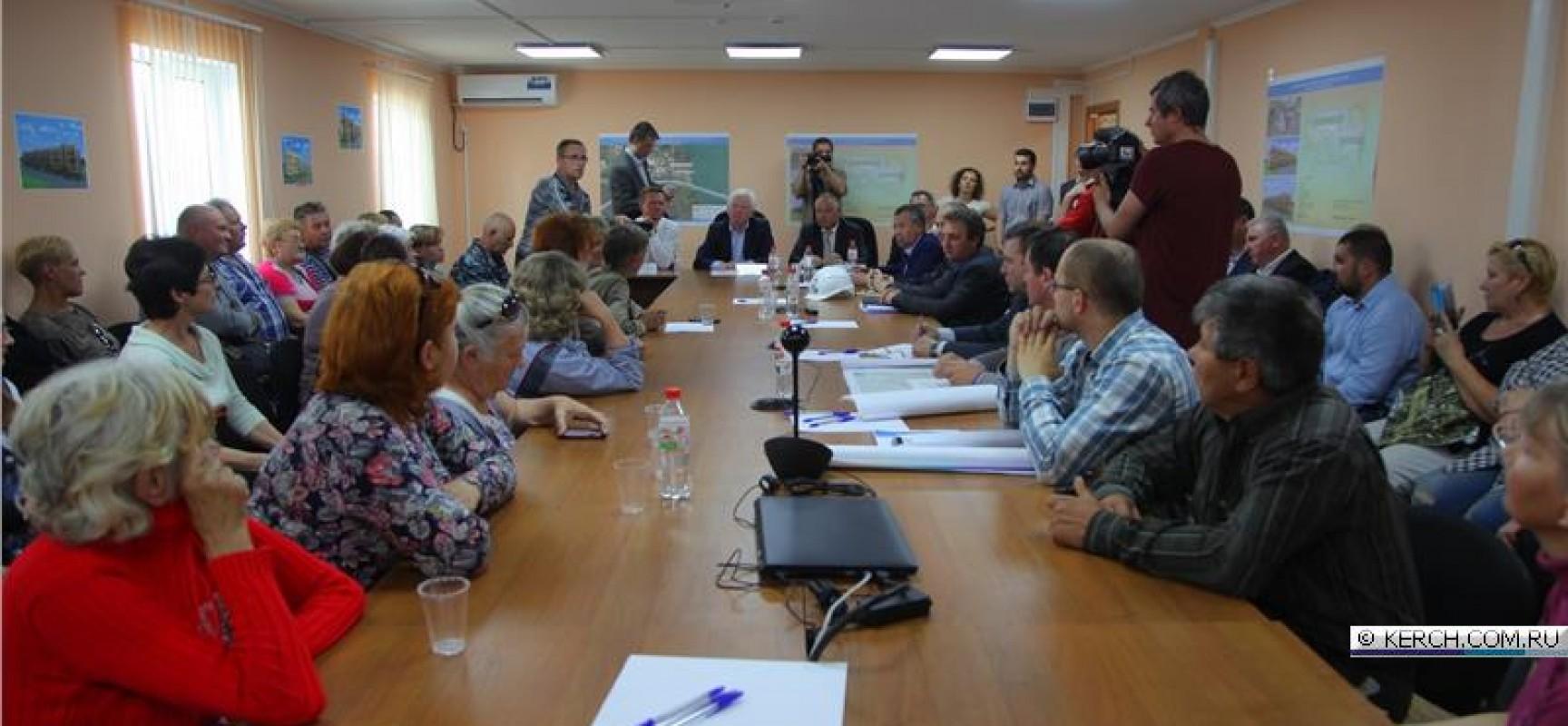 Жители Цементной слободки, попавшие в эпицентр строительства мостового перехода через Керченский пролив, наконец  получили информацию о том, куда и когда их будут переселять