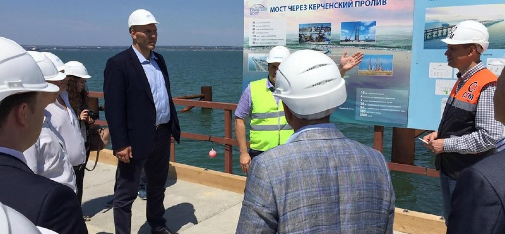Общественный совет по строительству моста через Керченский пролив провел первое заседание на объекте