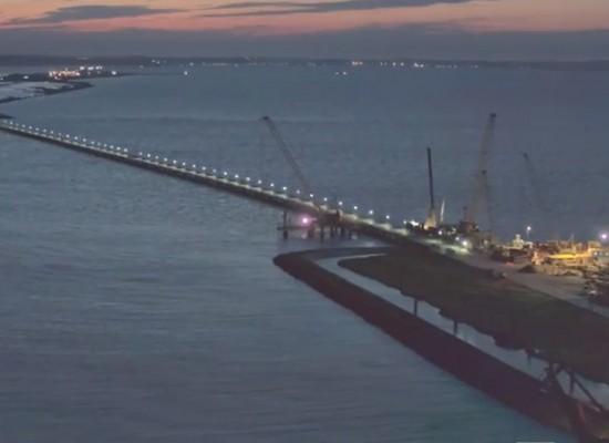 О рабочих моста через Керченский пролив сняли видеоролик