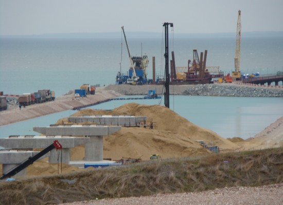 Более 3 тысяч свай погружено на морских и сухопутных участках строительства моста через Керченский пролив