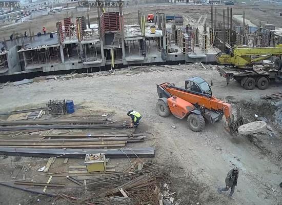 Трехэтажное жилье для керчан, чьи дома попали в охранную зону строительства моста через Керченский пролив, еще в процессе строительства