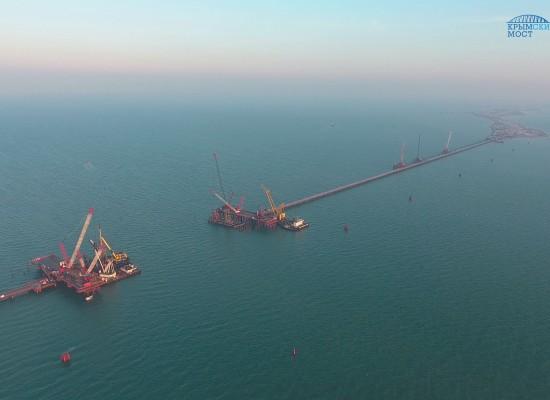 Строители моста через Керченский пролив перешли на зимний режим