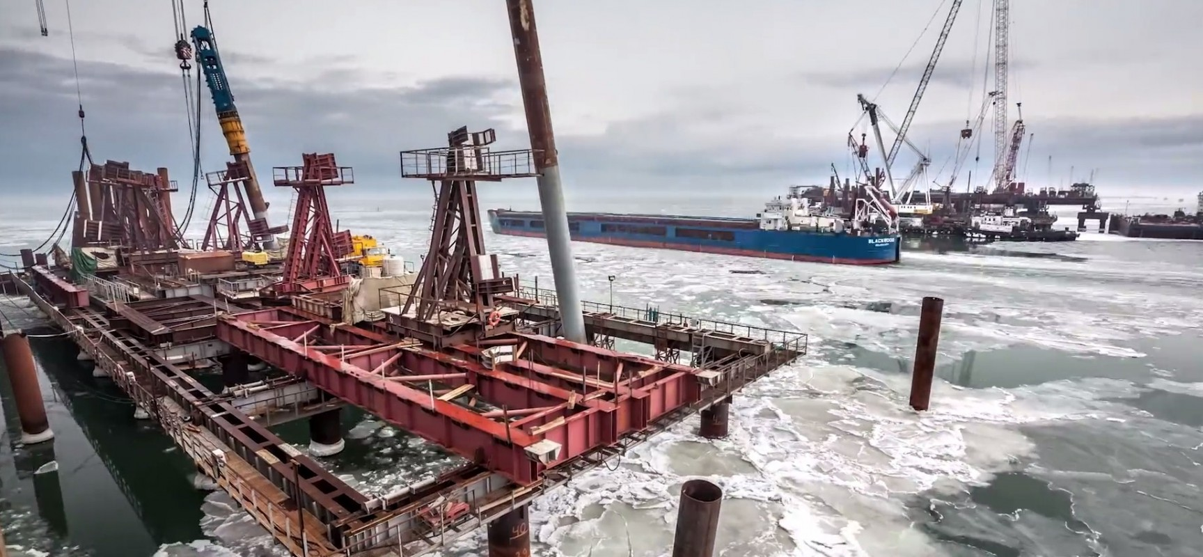 В Керченском проливе на несколько дней встал лед со стороны Азовского моря