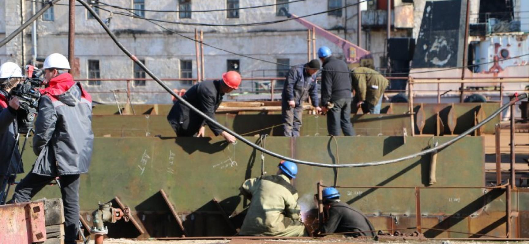 В Севастополе ведется постройка плавучей системы, которая будет использоваться при возведении Керченского моста