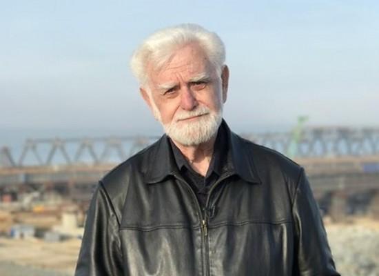 79-летний керчанин проехал на поезде по мосту через Керченский пролив