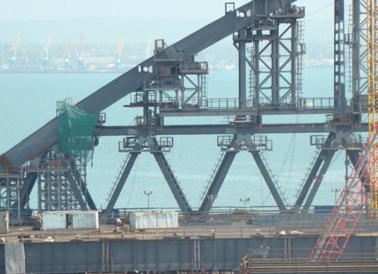 Смонтированы первые блоки восходящей части (арки) автодорожной части моста через Керченский пролив