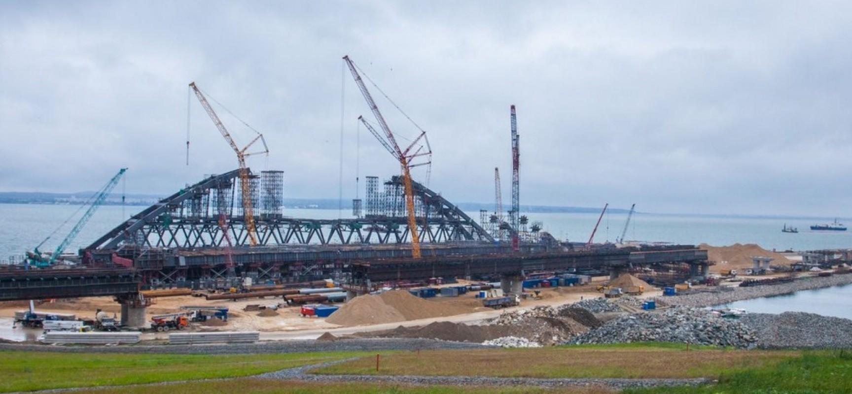 В августе фарватерные опоры будут готовы принять судоходные арки