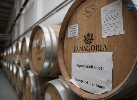 Вино «Крымский мост» начали разливать по бутылкам