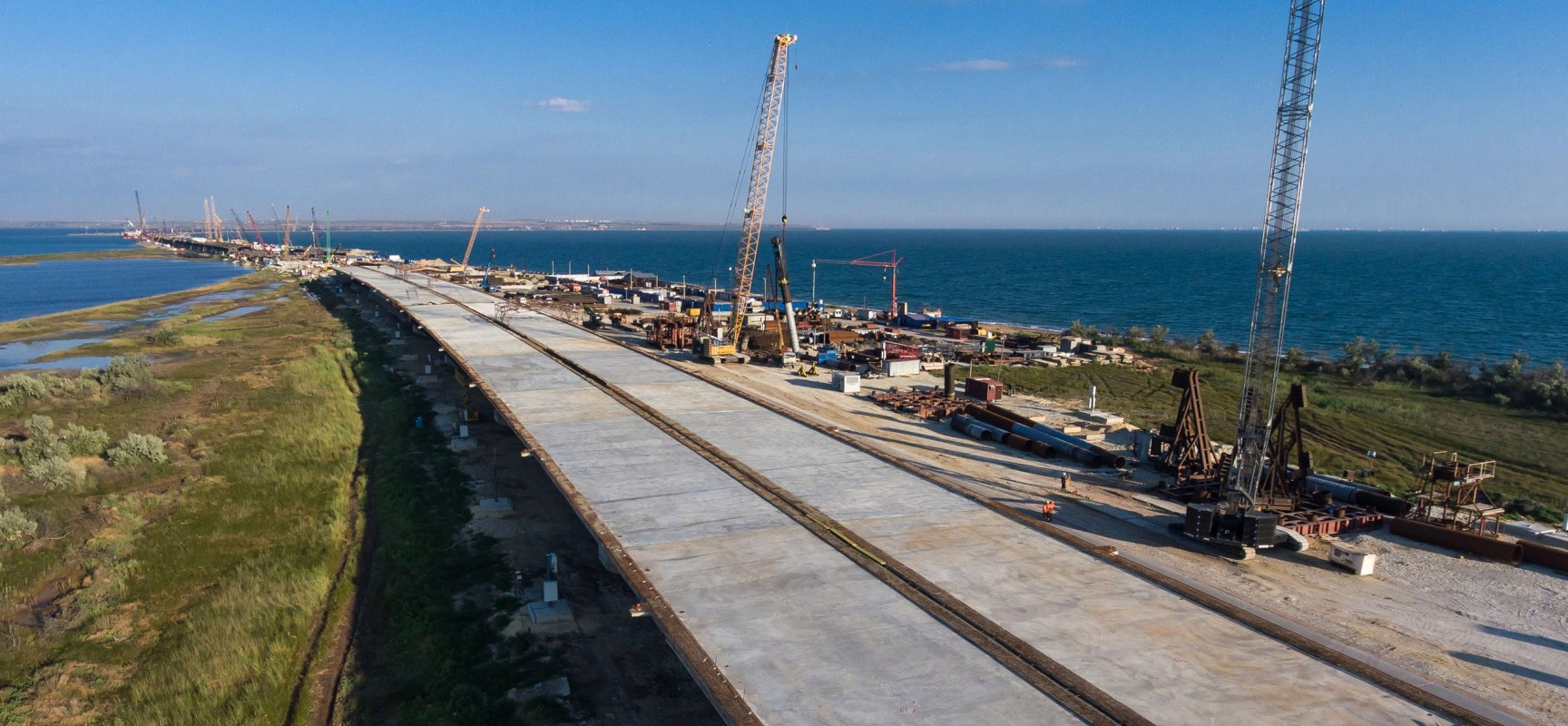 Готовность основных конструктивов автодорожной части Крымского моста достигает 70 %. Роман Новиков