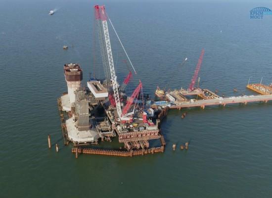 Строители приступили к устройству верхней части фарватерных опор моста через Керченский пролив