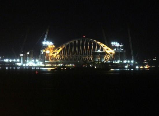 Начался подъем арки Керченского моста