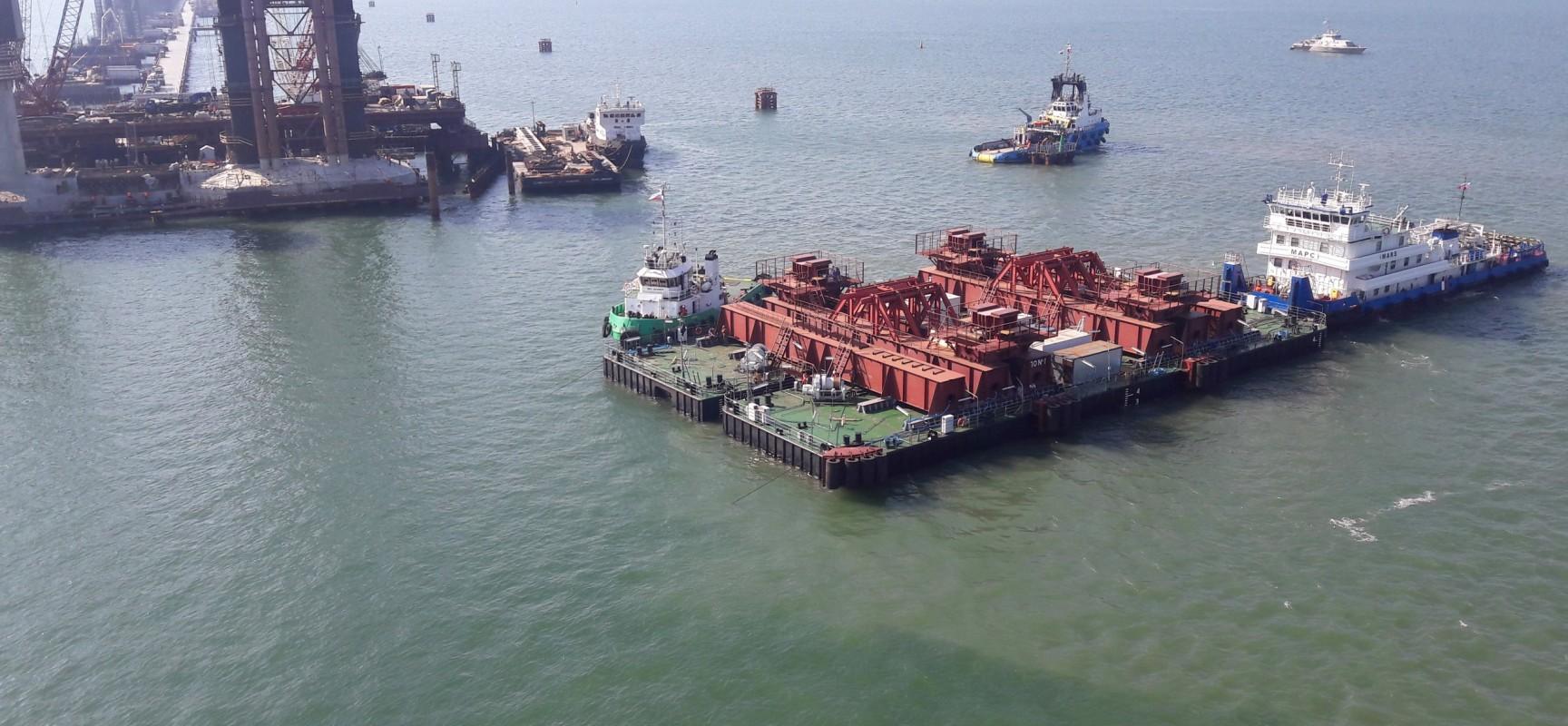 В Керченском проливе протестирована плавучая система для перевозки арок моста через Керченский пролив