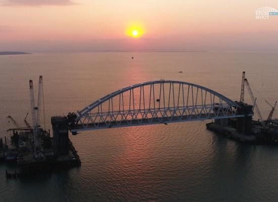 Арка Керченского моста поднята на проектную высоту