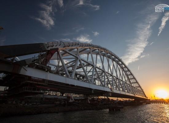 28 августа начнется установка фарватерной арки Керченского моста