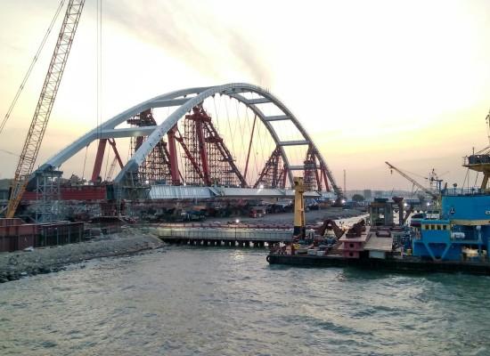 Транспортировка автомобильной арки Керченского моста, дата с 5 октября по 5 ноября 2017