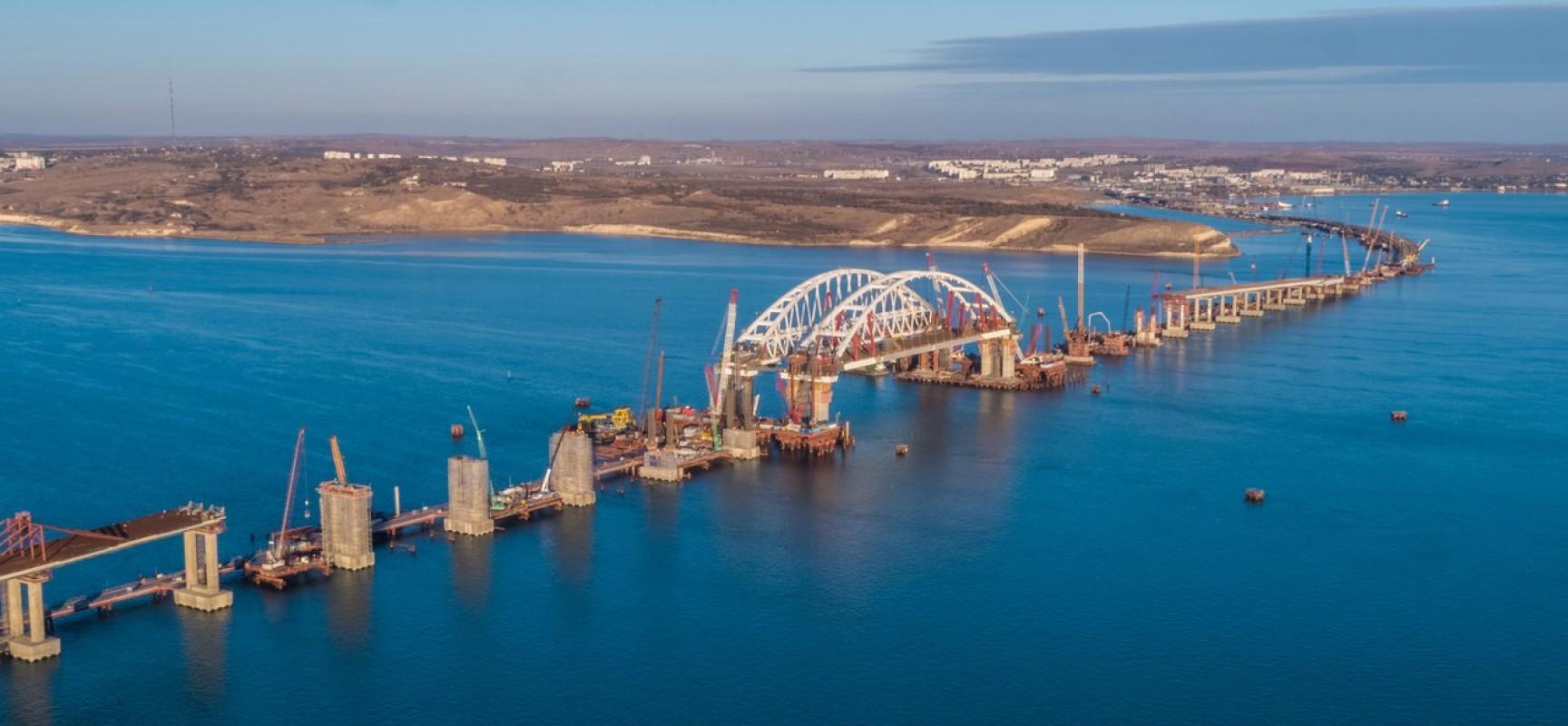 Установка автодорожной арки Керченского моста завершена, пролив открыт для судоходства