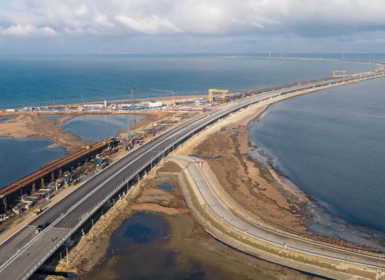 Соколов проинспектировал ход реализации проектов, связывающих Кубань и Крым в единую автодорожную сеть через Крымский мост
