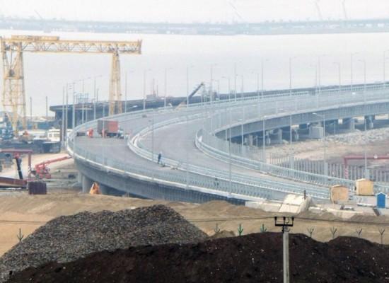 Автоподходы к Крымскому мосту, что изменилось за год