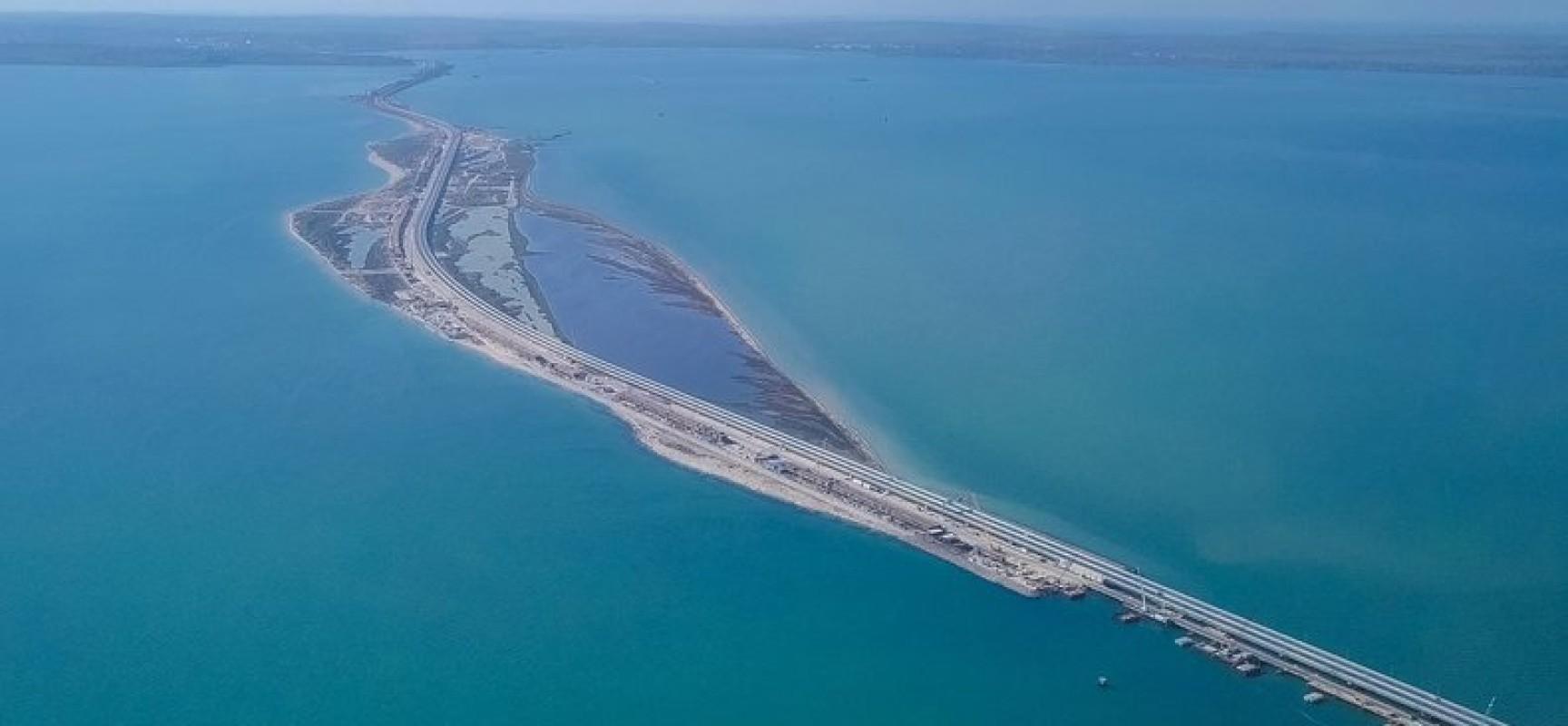 16 мая 2018. Движение по автомобильной части Керченского моста открыто