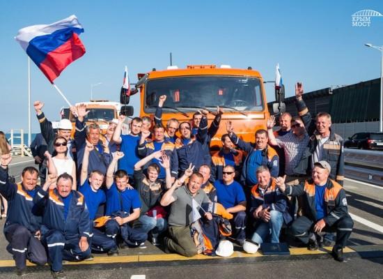 Владимир Путин поздравил строителей с завершением работ на автодорожной части