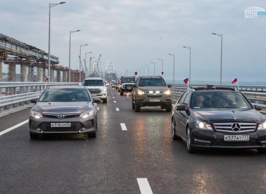 За первые сутки по мосту проехало более 20 тысяч транспортных средств