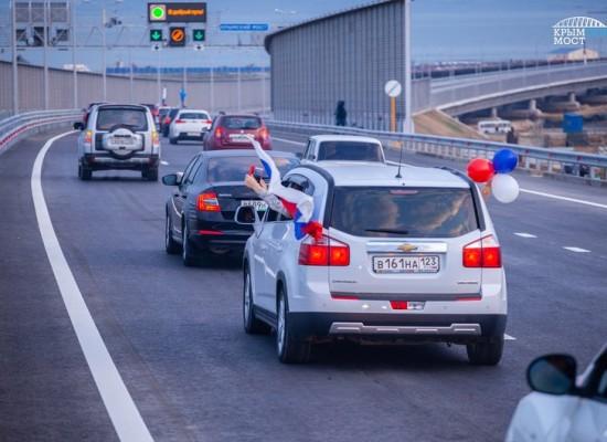 За пять суток с момента открытия движения по мосту проехало почти 90000 транспортных средств в обе стороны