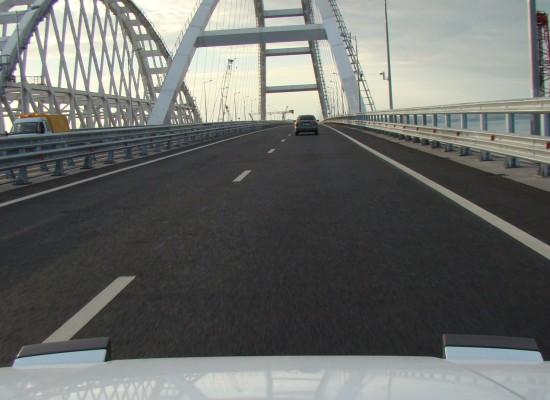 С момента открытия движения по мосту через Керченский пролив проехали более 200 000 машин