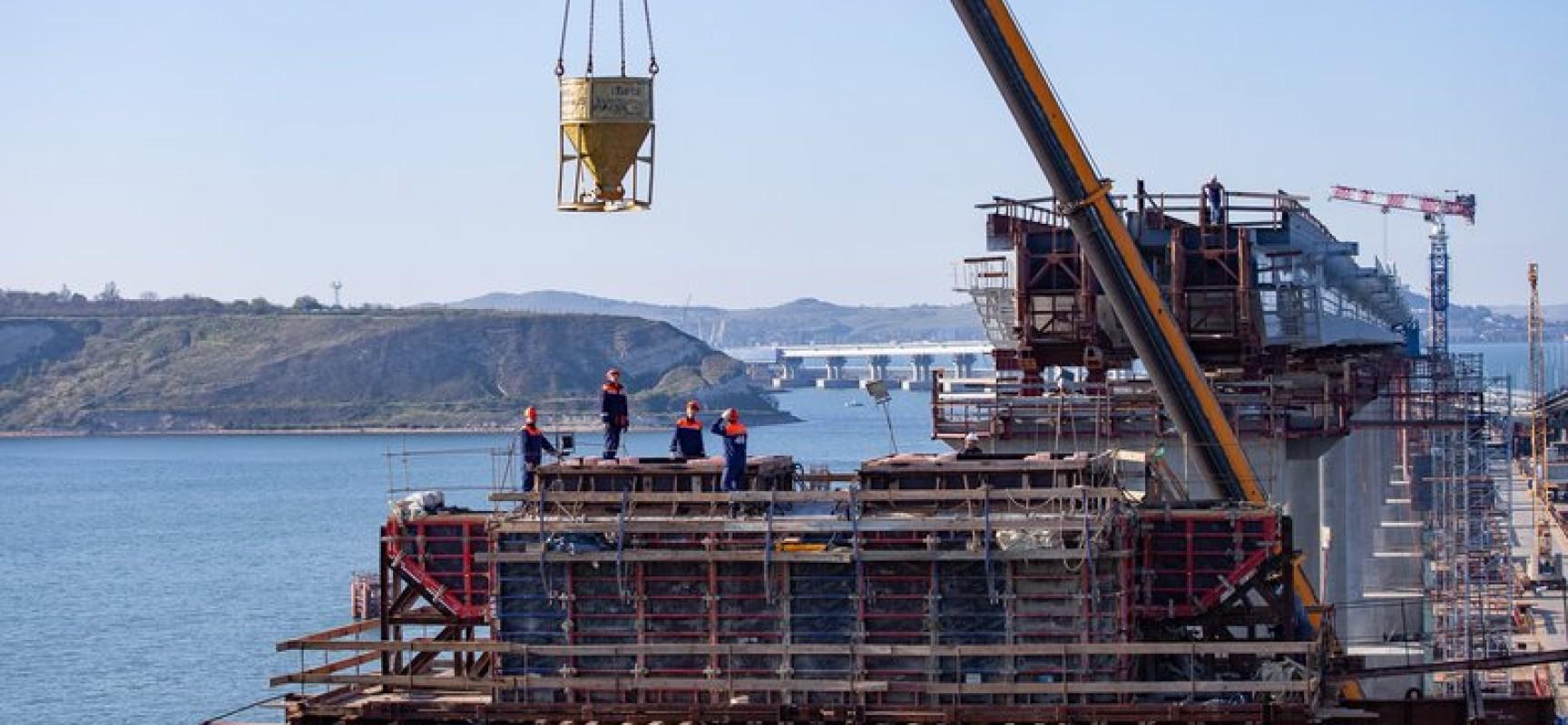 Готовы все железнодорожные опоры моста через Керченский пролив