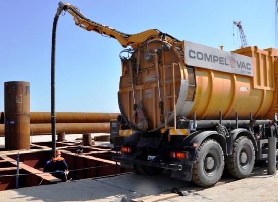 Вакуумный КАМАЗ для Керченского моста