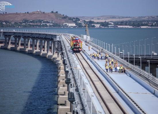 Поезд Санкт-Петербург – Севастополь первым пройдет по мосту 23 декабря 2019